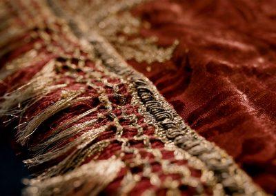 Czerwony komplet szat i tkanin liturgicznych